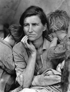 1936 --- Florence Owens Thompson, 32, a poverty-stricken migrant mother with three young children, gazes off into the distance. This photograph, commissioned by the FSA, came to symbolize the Great Depression for many Americans. --- Image by © CORBIS